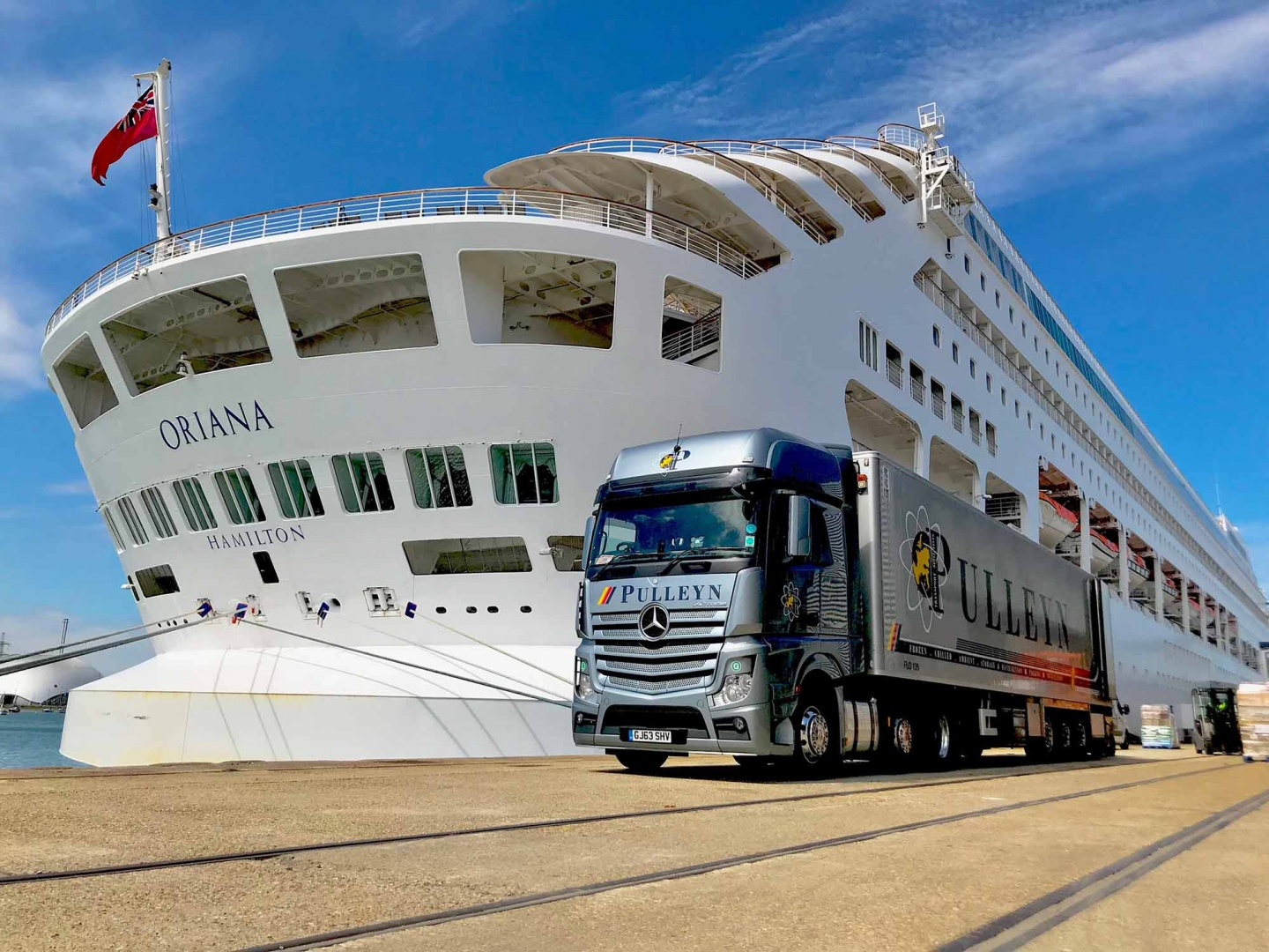 Pulleyn Transport delivering fresh product to Oriana